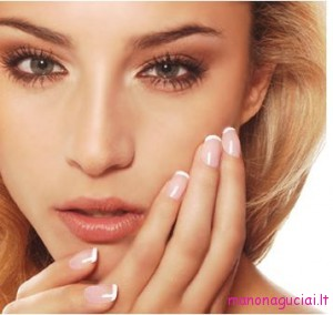 woman-with-beautiful-manicure-nail-polish-tips-summer-2010