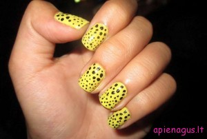 Dvispalviai bites spalvu nulakuoti taskeliais nagai Nail-Designs-With-Different-Primary-Color-Yellow